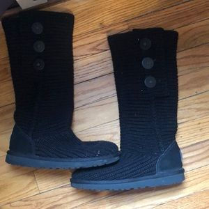 Size 7 classic black cardy button boots